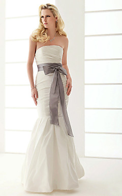 Attractive Trumpet/Mermaid Strapless Floor-length Taffeta Wedding Dress
