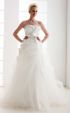 Graceful A-line Strapless Floor-length Tulle Wedding Dress