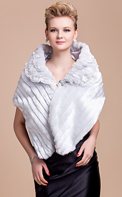 Nizza Faux Fur Evening / Wedding Shawl Mit Crystal Pin